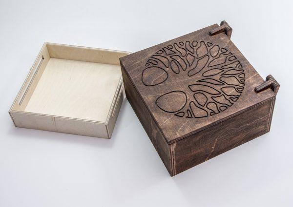 Szkatułka na biżuterię z drewna-grawer